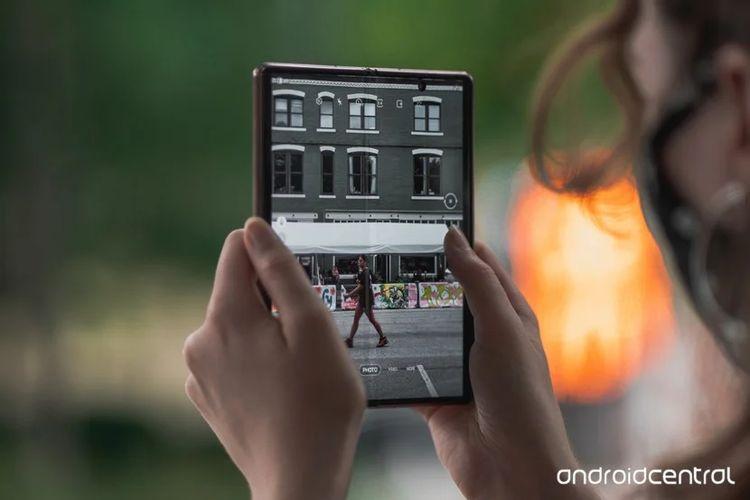 Giao diện camera của Galaxy Z Fold2
